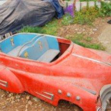 Coches: COCHE ANTIGUO CARRUSEL O TIOVIVO IMITANDO SEAT 1400 DESCAPOTABLE ROJO. Lote 59897183