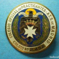 Coches: PLACA PARA COCHE DE ÉPOCA - COLEGIO OFICIAL DE PRACTICANTES DE MADRID - 7 CM. - AÑOS 50 -. Lote 83193348