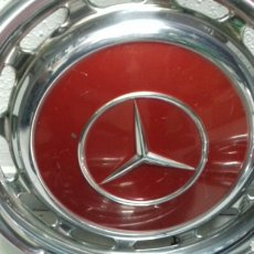 Coches: 4 TAPACUBOS METALICOS DE MERCEDES. Lote 109075131