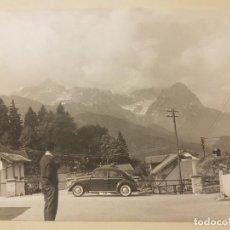 Coches: ANTIGUA FOTOGRAFIA EN BLANCO Y NEGRO AÑOS 50, GRAN FORMATO. SEAT 600 Y ESPECTACULAR PAISAJE.. Lote 138727126