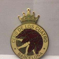 Coches: MEDALLA CLUB DE LOS CUATRO BARCELONA 4 CV RENAULT. Lote 150623810
