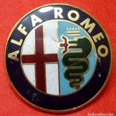 Coches: ANAGRAMA ALFA ROMEO - 75 MM DE DIAMETRO - CON ANCLAJE. ALGUNAS SEÑALES DE USO.. Lote 169908088