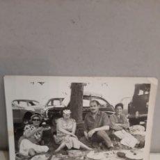 Coches: FOTO FAMILIAR COCHE SEAT 600. Lote 196280718