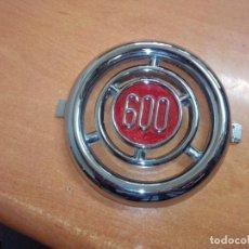 Carros: EMBLEMA SEAT 600. Lote 262379625