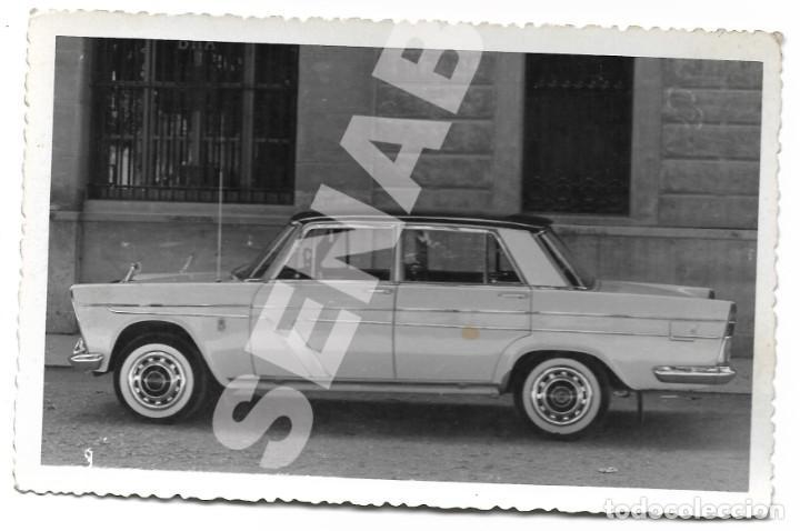 Coches: LOTE 2 FOTOGRAFÍAS 14 X 9 CM SEAT 1500 MATRÍCULA MADRID AÑOS 60 SERVICIO PÚBLICO - Foto 3 - 284627768