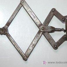 Abrebotellas y sacacorchos de colección: SACACORCHOS ANTIGUO DE COLECCION PERFECT. Lote 22241894