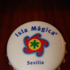 Abrebotellas y sacacorchos de colección: BONITO ABRE BOTELLAS ,ABRE BOTELLINES RECUERDO DE ISLA MAGICA SEVILLA MIDE 6CM.. . Lote 18174742