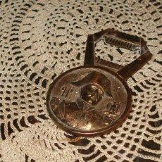 Abrebotellas y sacacorchos de colección: ANTIGUO DIFERENTE ABREBOTELLAS NAPOLEON Y ÁGILA AL DORSO METAL NIQUELADO DORADO. Lote 42708956