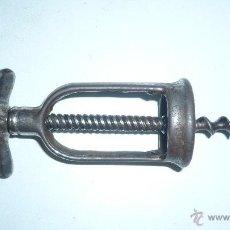 Abrebotellas y sacacorchos de colección: ANTIGUO Y ORIGINAL SACACORCHOS DE METAL. Lote 105788315