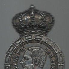 Abrebotellas y sacacorchos de colección: ANTIGUO ABRIDOR METAL EMPUÑADURA CON DURO Y CORONA DE ALFONSO XII. Lote 44800480