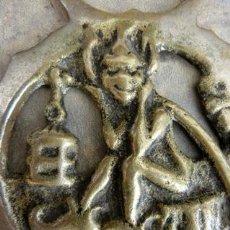 Abrebotellas y sacacorchos de colección: CURIOSO Y ORIGINAL ABREBOTELLAS DE BRONCE CON DUENDE. COLECCIONISTA. ABRIDOR.. Lote 45896678