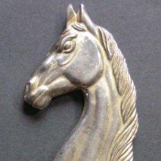 Abrebotellas y sacacorchos de colección: ABREBOTELLAS CON FORMA DE CABALLO. Lote 89674230