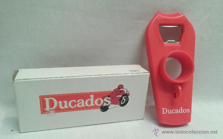 ABREBOTELLAS EN CAJA PUBLICITARIO DE DUCADOS (Coleccionismo - Botellas y Bebidas - Abrebotellas y Sacacorchos)