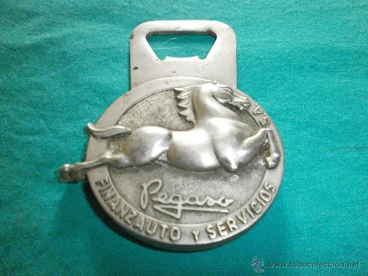 Abrebotellas y sacacorchos de colección: abrebotellas antiguo con publicidad de pegaso - Foto 2 - 50961003