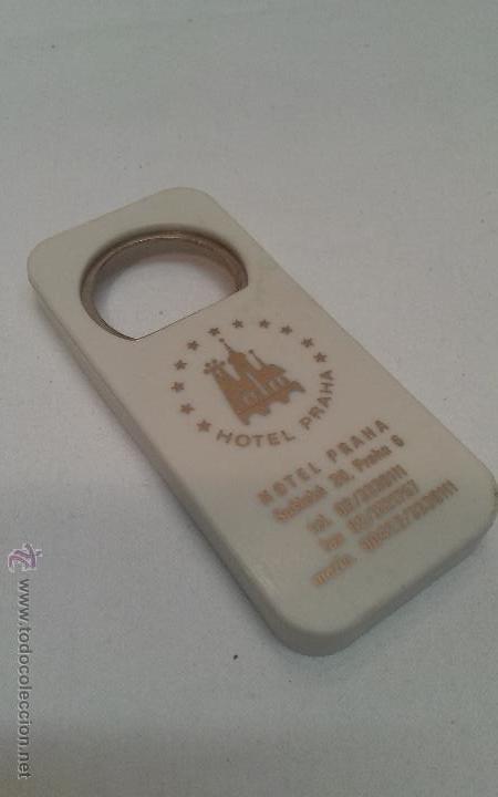 ABREBOTELLAS HOTEL PRAHA - ANTIGUA YUGOSLAVIA (Coleccionismo - Botellas y Bebidas - Abrebotellas y Sacacorchos)