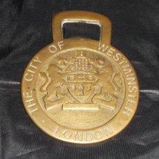 Abrebotellas y sacacorchos de colección: ABRIDOR DE METAL DORADO RECUERDO DE LONDRES. Lote 57752502