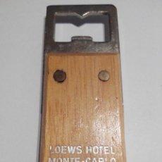 Abrebotellas y sacacorchos de colección: ABREBOTELLAS LOEWS HOTEL MONTE-CARLO. METAL Y MADERA. Lote 60086851