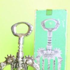 Abrebotellas y sacacorchos de colección: SACACORCHOS METAL CON CAJA, MADE IN SPAIN. Lote 61426671