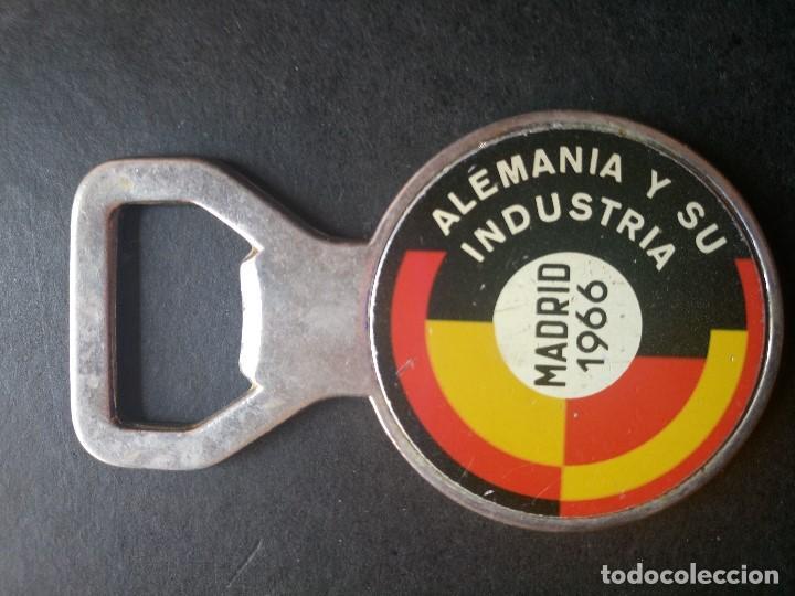 ABREBOTELLAS MADRID 1966 ALEMANIA Y SU INDUSTRIA (Coleccionismo - Botellas y Bebidas - Abrebotellas y Sacacorchos)
