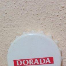 Abrebotellas y sacacorchos de colección: ABRIDOR DE BOTELLA IMITANDO A UN TAPON ( DORADA ), USADO . Lote 72243535