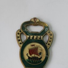 Abrebotellas y sacacorchos de colección: ABREBOTELLAS EN BRONCE ESMALTADO - BARCO - GRECIA. Lote 77282301