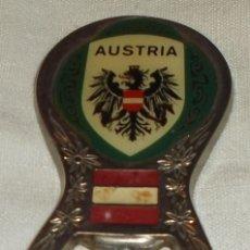 Abrebotellas y sacacorchos de colección: ABREBOTELLAS METAL ESCUDO DE AUSTRIA. Lote 83050688