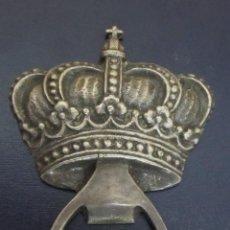 Abrebotellas y sacacorchos de colección: ABRIDOR METÁLICO CORONA. Lote 99968987