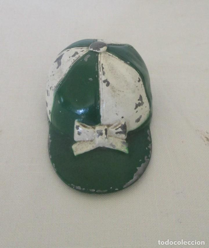 Abrebotellas y sacacorchos de colección: Antiguo abrebotellas en forma de gorra de jinete. Colección, Loyal Prod, fabricación americana - Foto 2 - 110225035