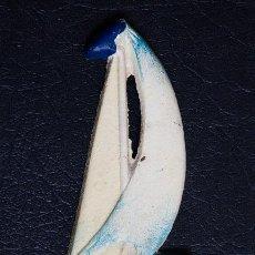 Abrebotellas y sacacorchos de colección: ABREBOTELLAS ARTISTICO DE METAL EN FORMA DE BARCO DE VELA. Lote 110564299