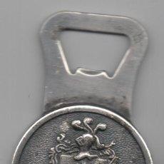Abrebotellas y sacacorchos de colección: ABREBOTELLAS-ESCUDO DE HERNANI-REVERSO 50º ANIVERSARIO BANCO GUIPUZCOANO-MEDIDAS 5,4X8,7. Lote 111616831