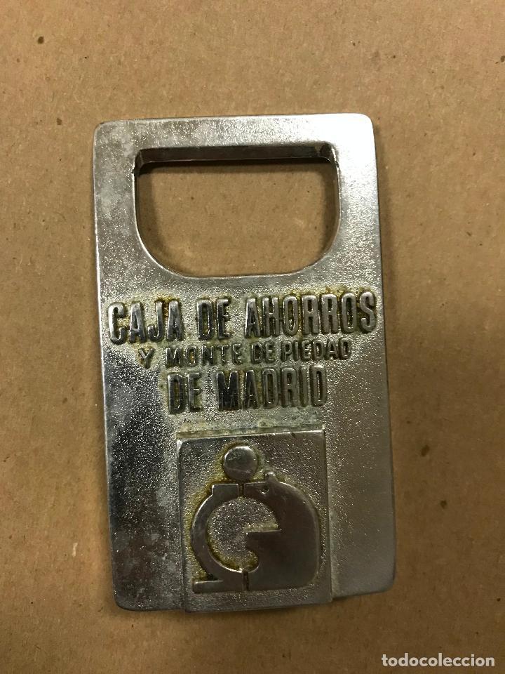 Abrebotellas y sacacorchos de colección: ABRIDOR METÁLICO CAJA DE AHORROS Y MONTE DE PIEDAD DE DE MADRID - Foto 2 - 114981215