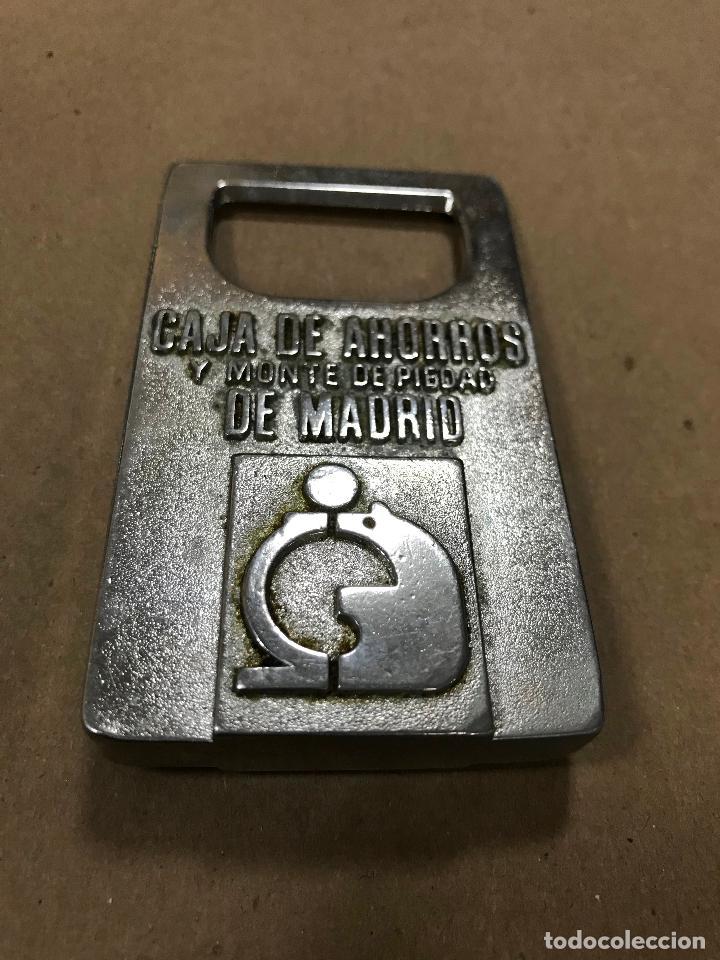 Abrebotellas y sacacorchos de colección: ABRIDOR METÁLICO CAJA DE AHORROS Y MONTE DE PIEDAD DE DE MADRID - Foto 3 - 114981215