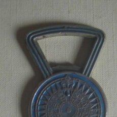 Abrebotellas y sacacorchos de colección: ABRIDOR DE METAL ESMALTADO . Lote 118831039