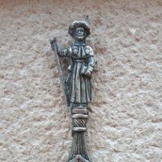 Abrebotellas y sacacorchos de colección: ABRIDOR METAL SANTIAGO APÓSTOL. Lote 126174687