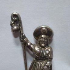 Abrebotellas y sacacorchos de colección: ANTIGUO ABRIDOR ABREBOTELLAS SANTIAGO APOSTOL PEREGRINO CAMINO DE SANTIAGO. Lote 128656663