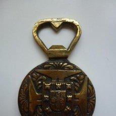 Abrebotellas y sacacorchos de colección: SACATAPAS. CENTENARIO DE LA MUERTE DEL INFANTE DON HENRIQUE. PORTUGAL. 1960.. Lote 131221228