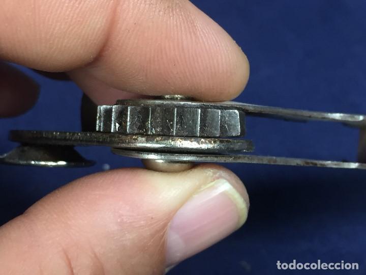 Abrebotellas y sacacorchos de colección: ABRELATAS ABREBOTELLAS ANTIGUO CUERPO MADERA ACERO NO MARCA NOMBRE INICIALES JML 13,5X4,5CMS - Foto 2 - 132094070