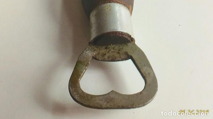 Abrebotellas y sacacorchos de colección: Abridor antiguo. Metal y madera. Forma de un brazo. Tallado Letras Río Brasil - Foto 6 - 134555498