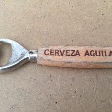 Abrebotellas y sacacorchos de colección: ABRIDOR MADERA Y METAL DE CERVEZAS ÁGUILA. PUBLICIDAD. Lote 138676174