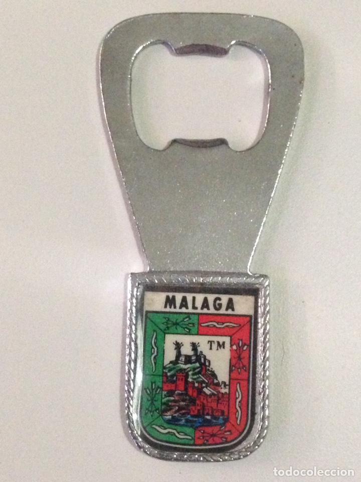 ANTIGUO ABRIDOR DE BOTELLAS CON ESCUDO DE MALAGA. (Coleccionismo - Botellas y Bebidas - Abrebotellas y Sacacorchos)