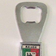 Abrebotellas y sacacorchos de colección: ANTIGUO ABRIDOR DE BOTELLAS CON ESCUDO DE MALAGA.. Lote 138843822
