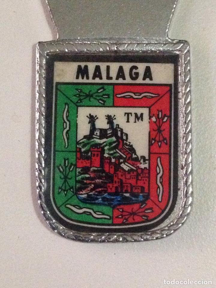 Abrebotellas y sacacorchos de colección: Antiguo abridor de botellas con escudo de malaga. - Foto 3 - 138843822