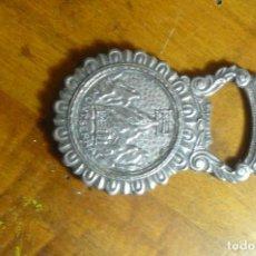 Abrebotellas y sacacorchos de colección: ABRIDOR / ABREBOTELLAS-PLATEADO - RECUERDO MONASTERIO DE MONTSERRAT. Lote 140991666