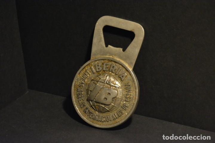 Abrebotellas y sacacorchos de colección: ABRE BOTELLAS DE CHAPAS PUBLICITARIO DE IBERIA AÑOS 50 - Foto 2 - 147749382