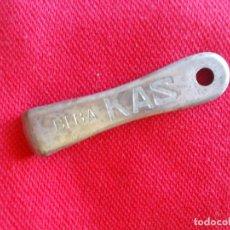Abrebotellas y sacacorchos de colección: ABREBOTELLAS CON PUBLICIDAD DE KAS. Lote 148592430