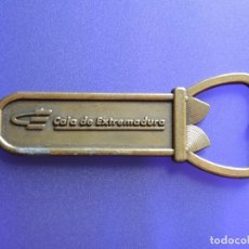 Abrebotellas y sacacorchos de colección: ABREBOTELLAS CAJA DE EXTREMADURA / BRONCE. Lote 154371626