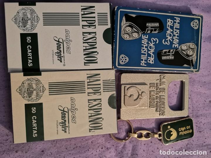 Abrebotellas y sacacorchos de colección: Lote caja Madrid 2 naipes 1 abrebotellas 1 llavero y naipe Philis - Foto 2 - 163171022