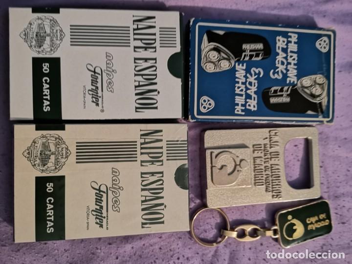 Abrebotellas y sacacorchos de colección: Lote caja Madrid 2 naipes 1 abrebotellas 1 llavero y naipe Philis - Foto 3 - 163171022