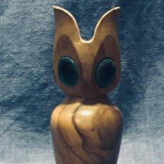 Abrebotellas y sacacorchos de colección: ABREBOTELLAS MADERA OLIVO OLIV ART OJOS VIDRIO ESPAÑA AÑOS 60 14X6CMS. Lote 168342240