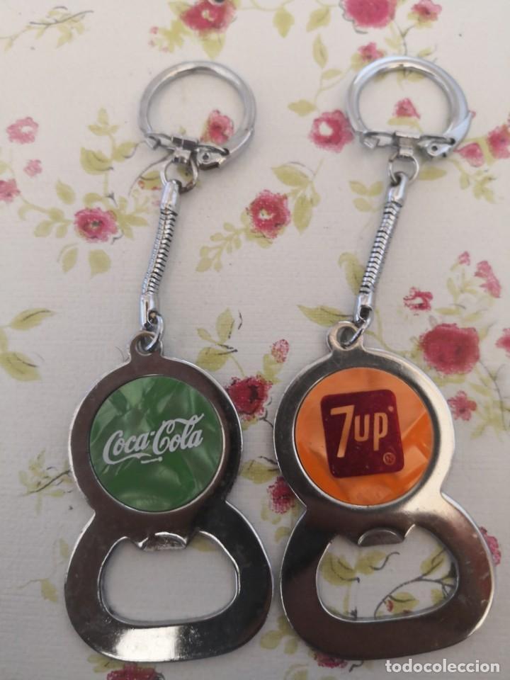 2 LLAVEROS SACATAPAS ABREBOTELLAS, 1 DE COCA COLA Y OTRO 7UP (Coleccionismo - Botellas y Bebidas - Abrebotellas y Sacacorchos)